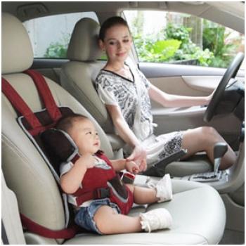 Đai an toàn cho bé trên ô tô